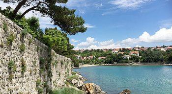Croatia oceanside wall