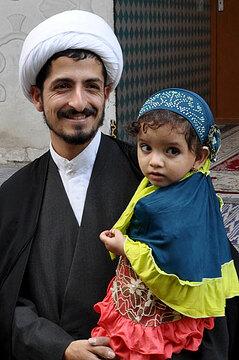 028-father-and-daughter-at-Shiraz-citadel-393x593.jpg