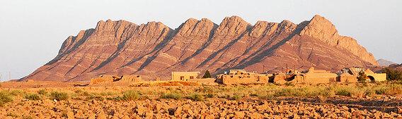 038-evening-landscape-outside-Yazd-975x290-1.jpg
