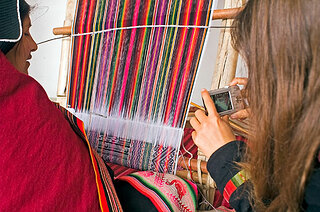 20101002_PICT0041-Weaving593x393.jpg