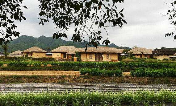 The UNESCO village of Hahoe retains tradition.