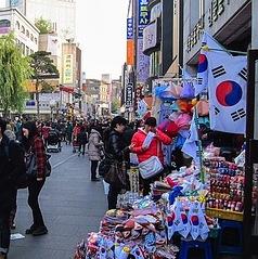 Insadong_Antique_Shop_Alley.jpg