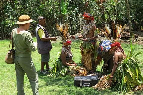 papua-new-guinea-dancers-getting-ready.jpg