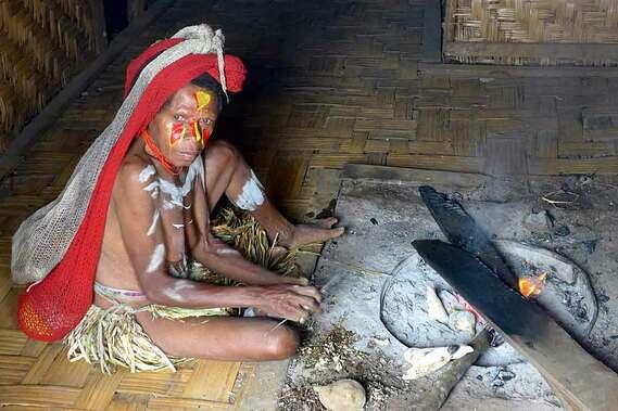 papua-new-guinea-roasting-sweet-potatos.jpg