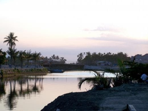 Enjoy the beautiful sunset in Hoi An