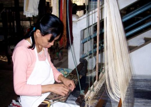 Visit a weaving center