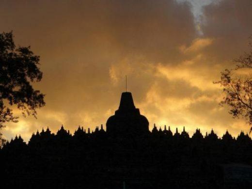 Borobudur at sunset (Photo by Luann Capozzoli)