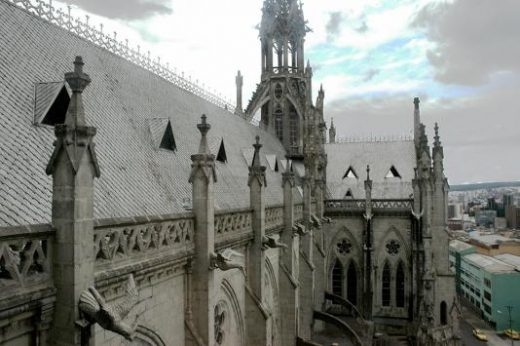 Explore the architecture in Quito