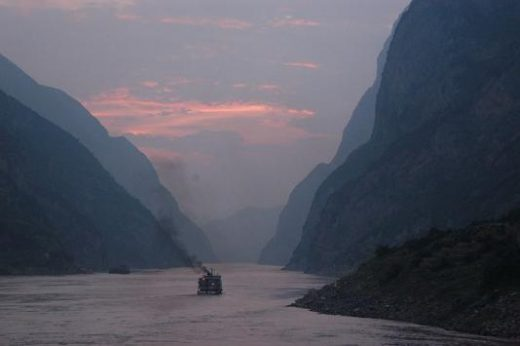 Dusk on the Yangtze (photo by A. Hitchcock)