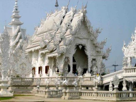 Wat Rong Kung in Chiang Rai