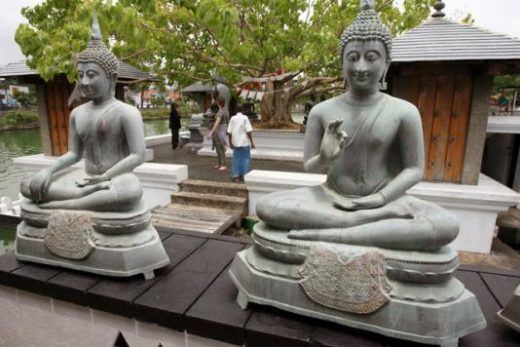 See temples and other sights in Colombo
