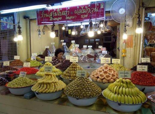 Explore the interesting fruit markets in Bangkok