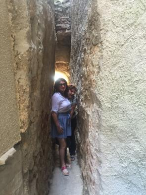 Exploring narrow passages