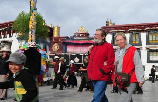 Stroll around the Jokhang Temple