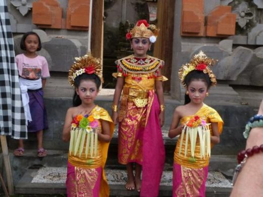 Dance customs of Bali
