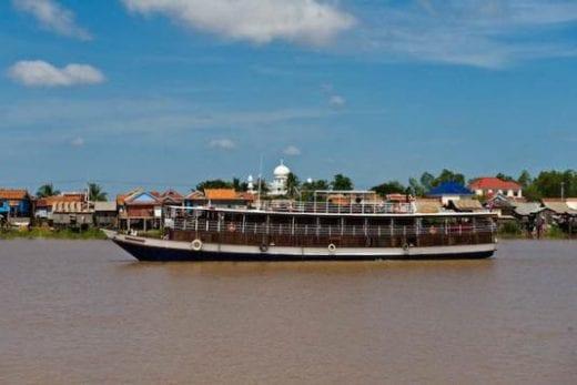 Sail aboard the Toum Tiou boat