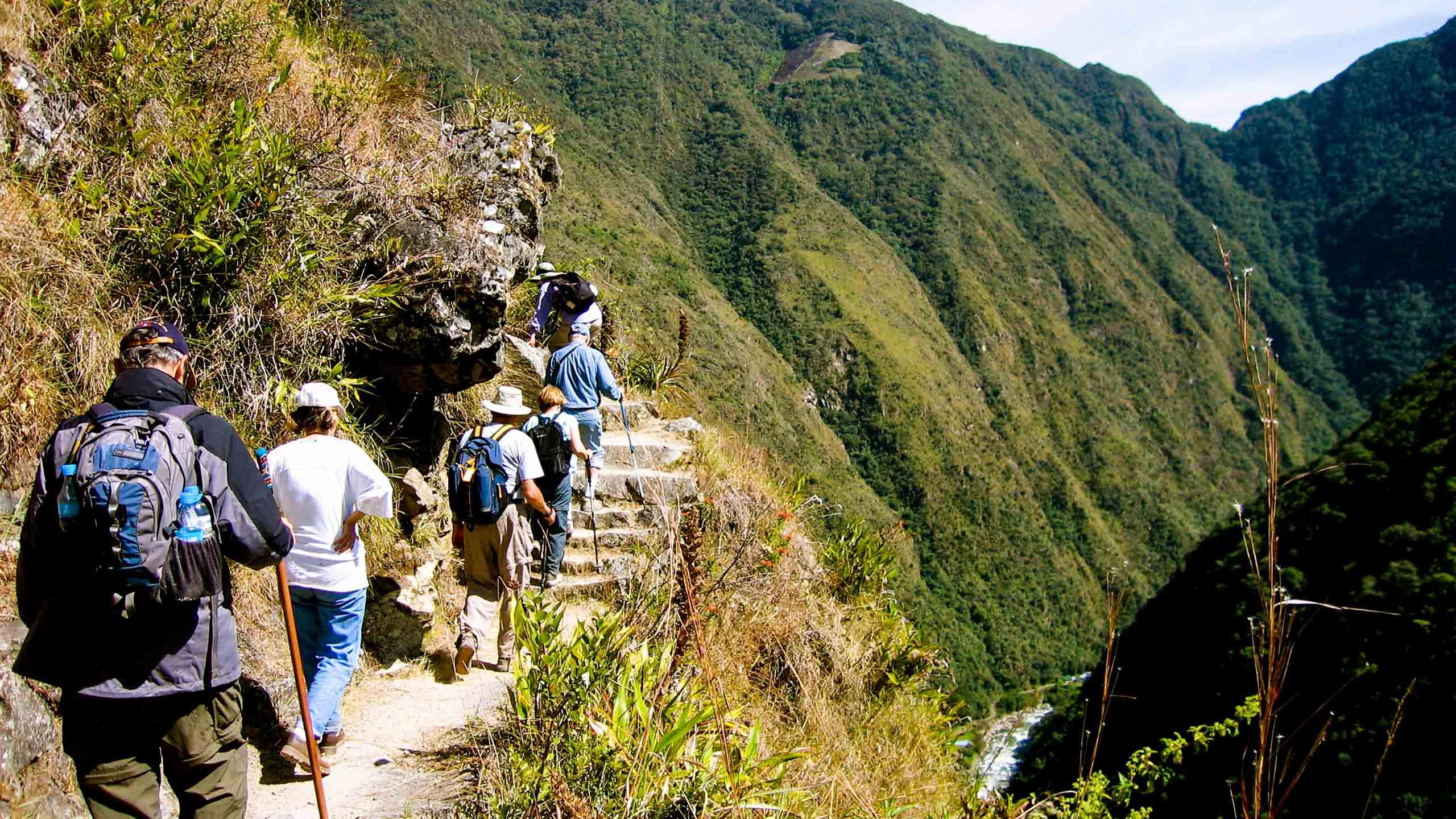 Group hikes Inca Trail in Peru