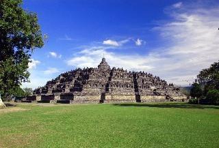 Explore the Borobudur complex