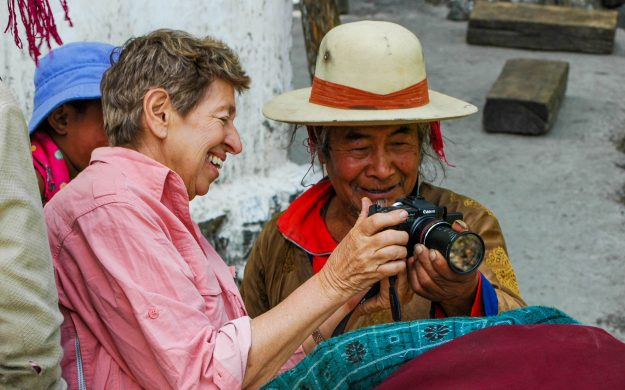 China traveler shares digital camera with local