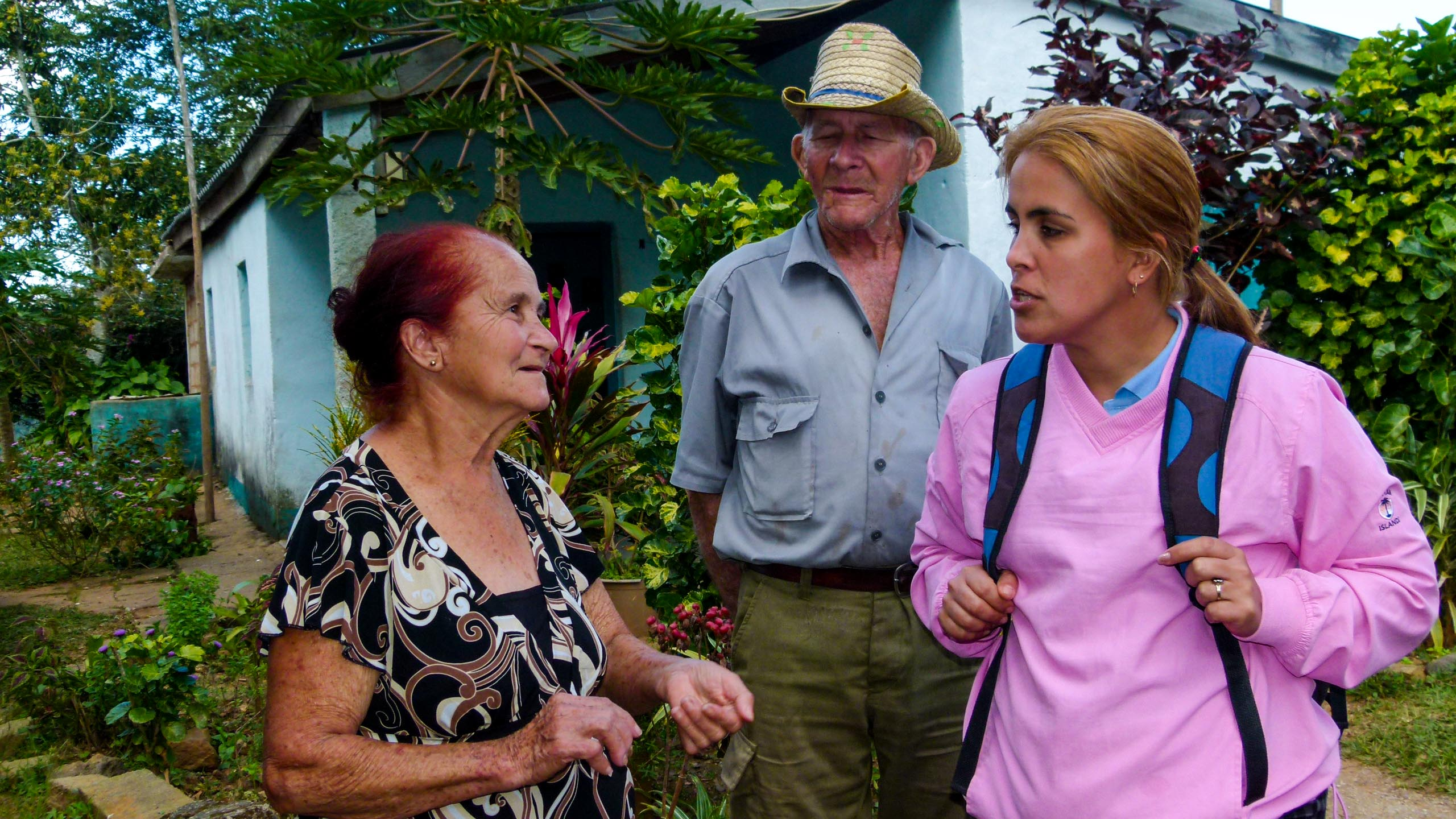 Traveler speaks with Cuba citizens