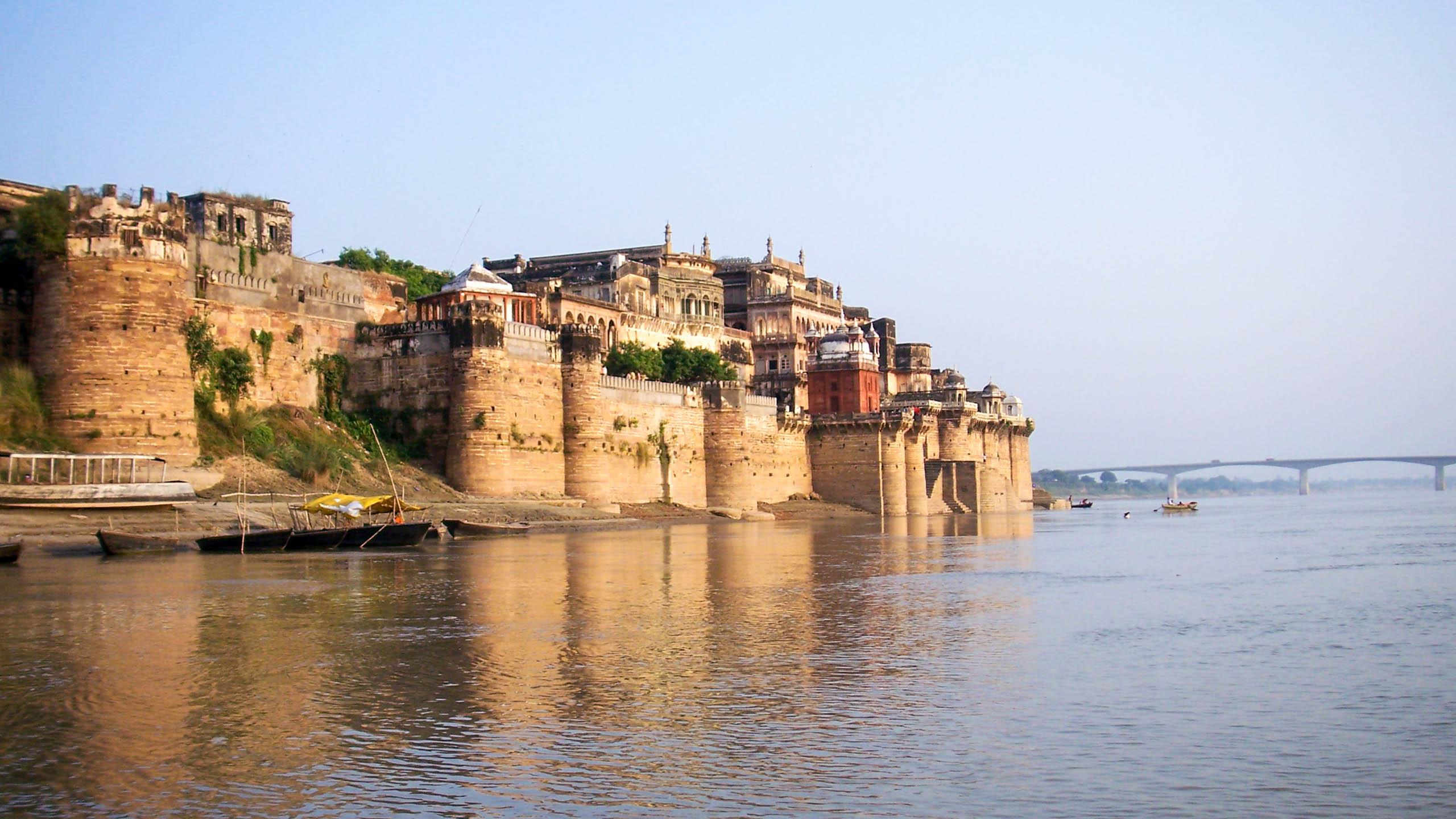 India town overlooking ocean