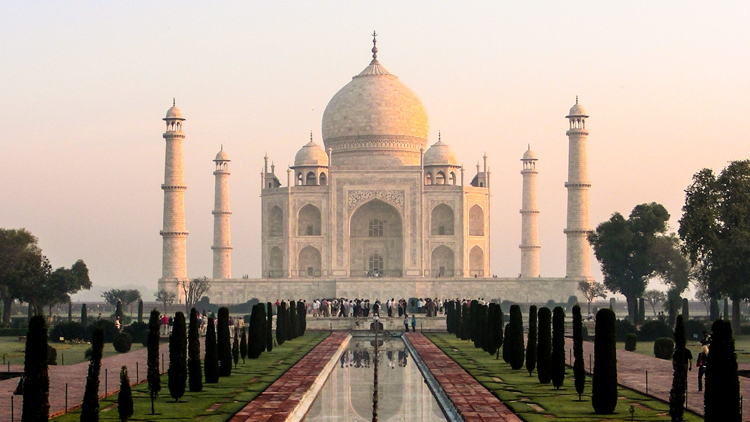 Wide view of the Taj Mahal