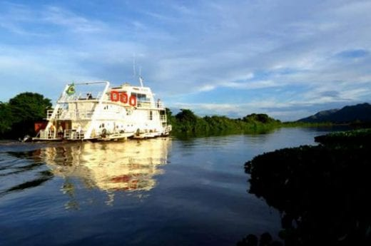 The Jacaré Houseboat navigates hidden channels