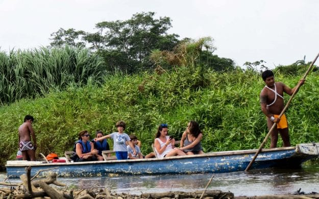 Family takes boat tour on Panama trip