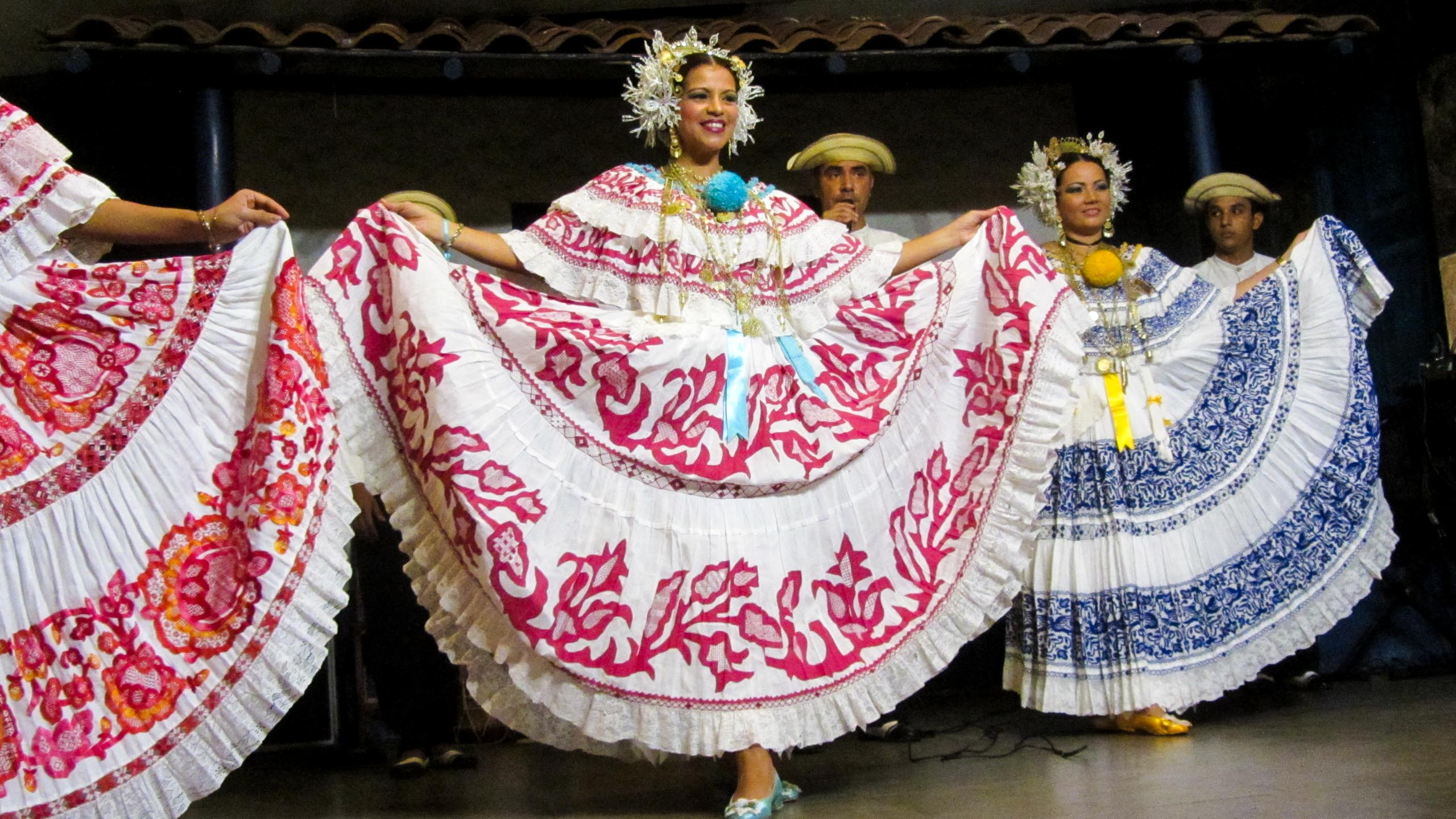 Panama women hold skirts wide while dancing