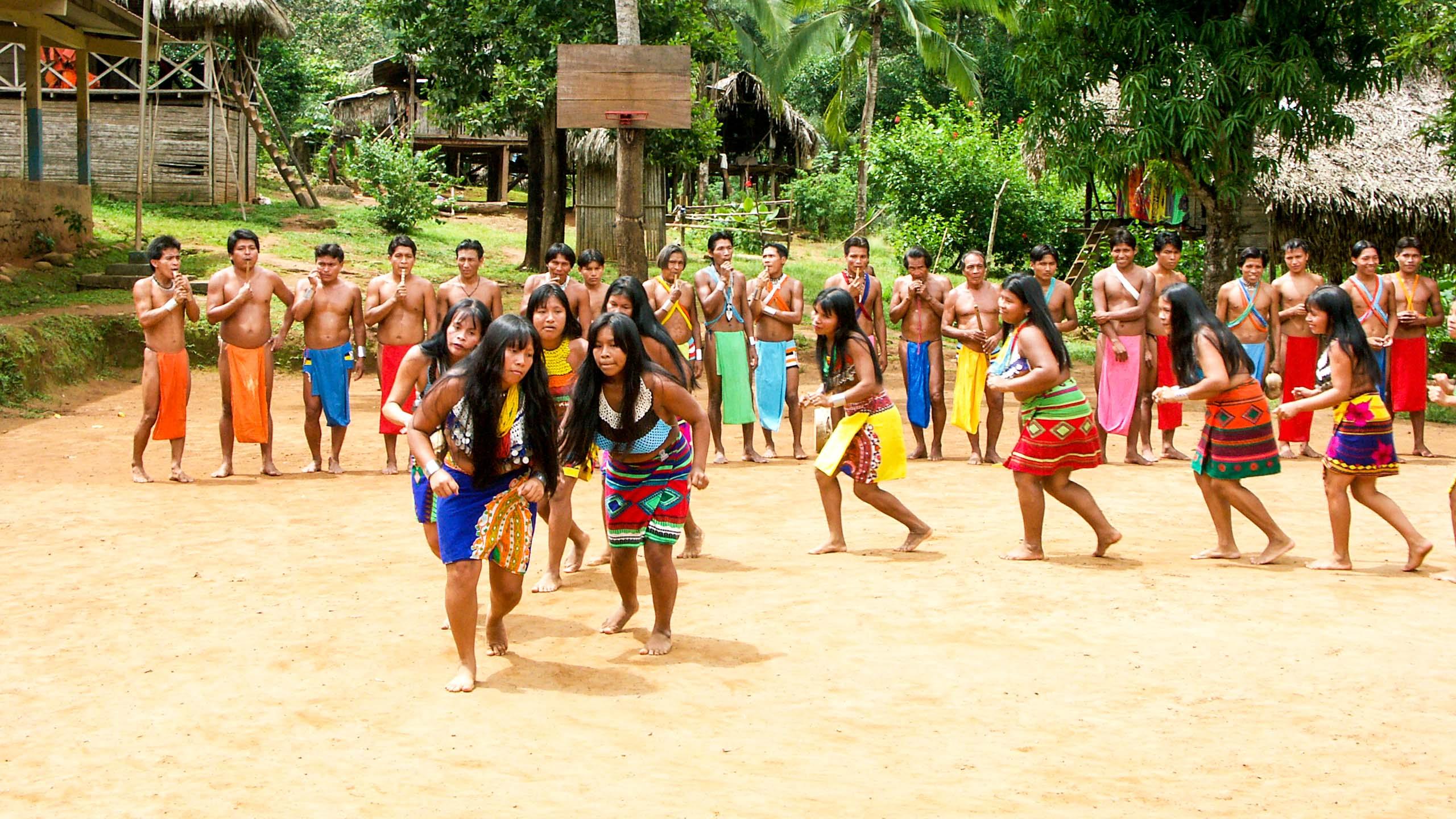 Panama village plays group game