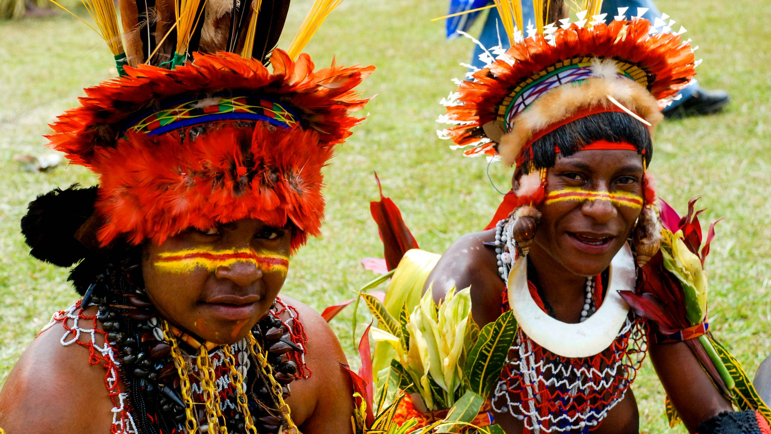 Native people dressed in Papua New Guinea traditional attire