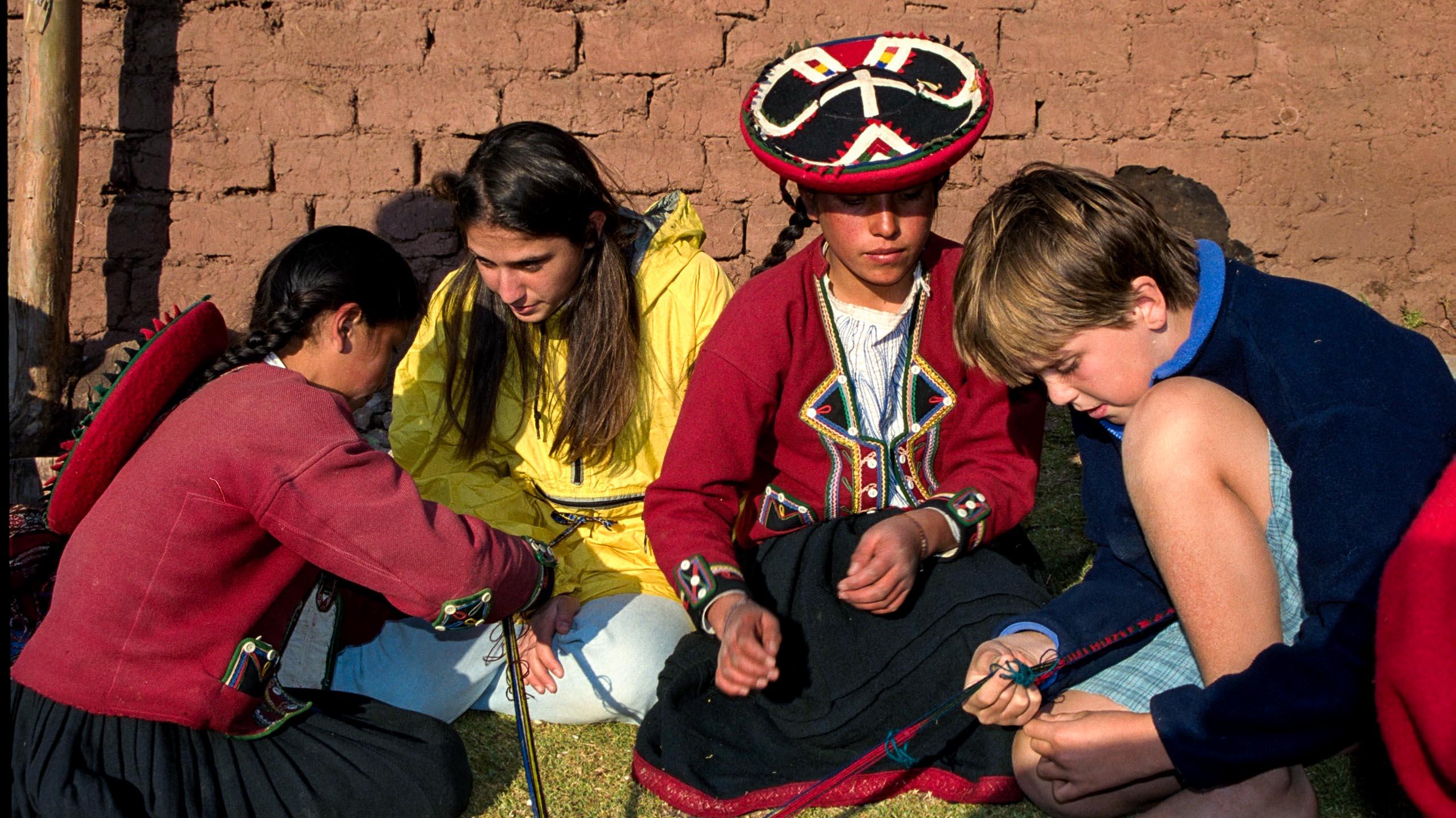 Kids make bracelets in Peru