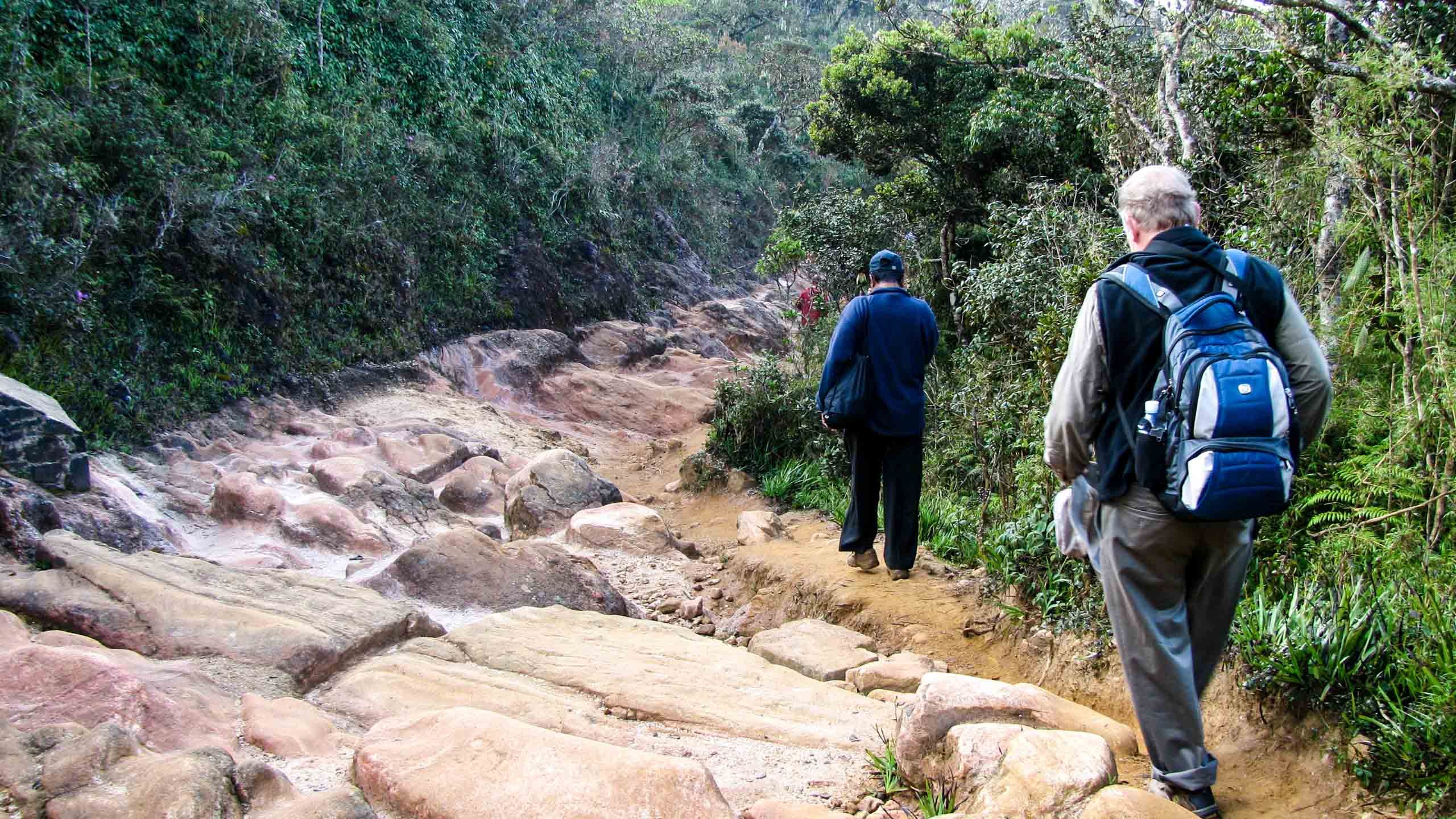 Hikers descend rocky Sri Lanka trail