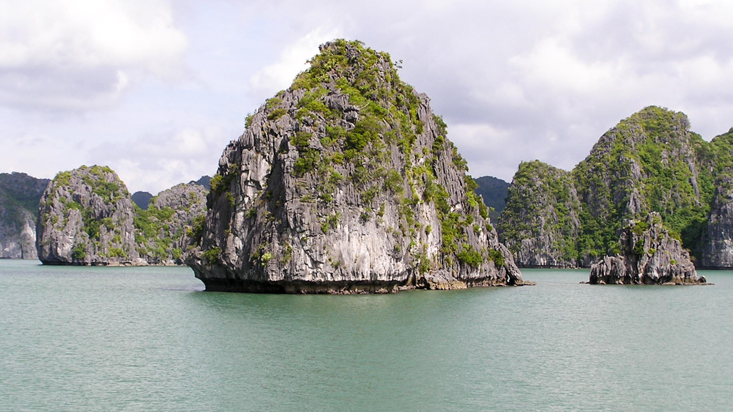 Ha Long Bay Rock Island, Vietnam